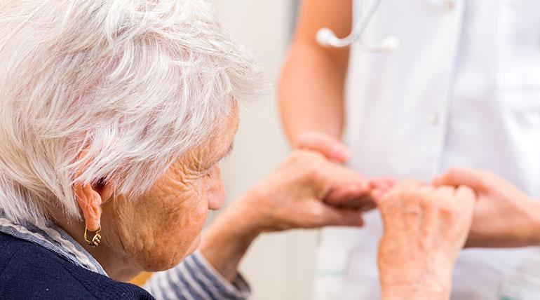 Wie ist der Verlauf bei fortschreitender Alzheimer-Demenz?